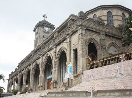 Du lịch Nha Trang - Nhà Thờ Đá